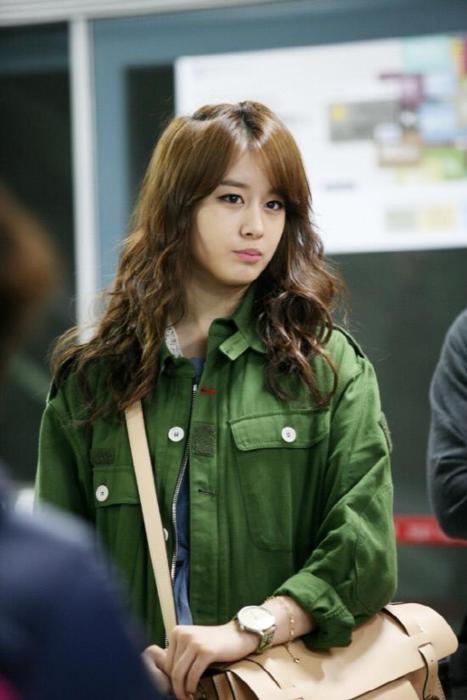 Jiyeon denganaktor Yoo Seung Ho( Mereka ciumannya di Mv T-Ara yg Lies